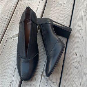 New Black Leather Aquatalia Block Heel Pump